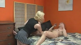 chubby girl cuckolds her bf